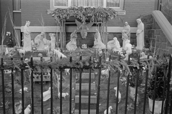 Brooklyn Crèche - Bergger BRF 400 Plus @ EI400, Rodinal 1+50 7 min 75F, Leica M4 & 35mm Summicron IV